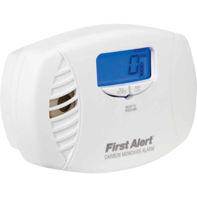 First Alert Plug-In 120V Electrochemical Easy To Read Digital Display Carbon Monoxide Alarm